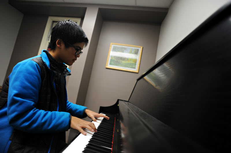 Youth Piano Lesson | Community Music School Collegeville